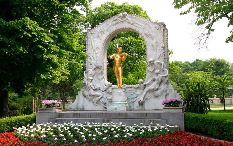 курсалон памятник штраусу в городском парке