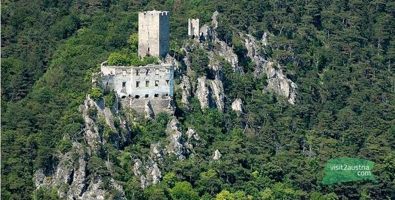 Баден развалины замка Раухенстейн