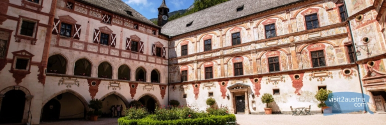 Замок Трацберг двор